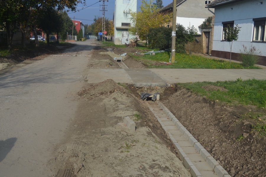 Izgradnja spoljnog vodovoda i kanalizacije 3